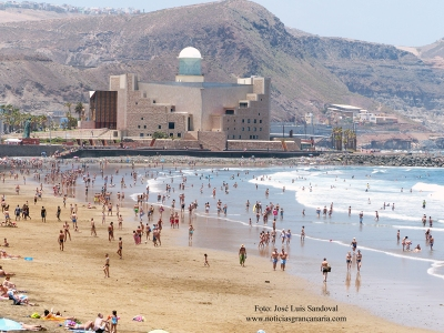 Primer lleno del verano 2013 en la playa de Las Canteras