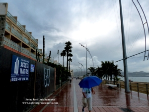 Huracán Humberto deja agua en Canarias